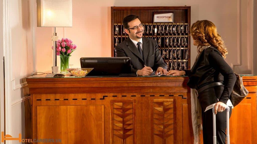 Đặc điểm làm nên một lễ tân khách sạn tuyệt vời
