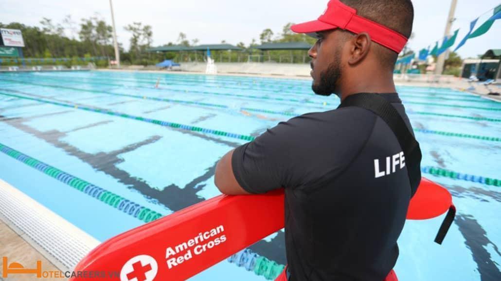 Bản mô tả công việc nhân viên cứu hộ hồ bơi