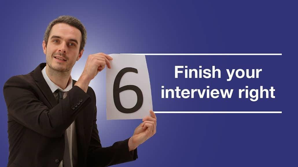 Kết thúc buổi phỏng vấn bằng một lời cảm ơn và cái bắt tay thật chặt