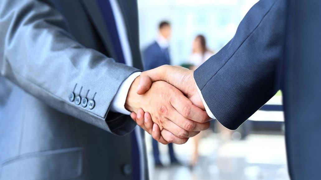 Tầm quan trọng cái bắt tay khi phỏng vấn