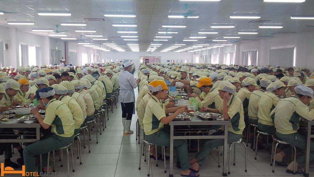 Bếp ăn công nghiệp phục vụ số lượng lớn suất ăn