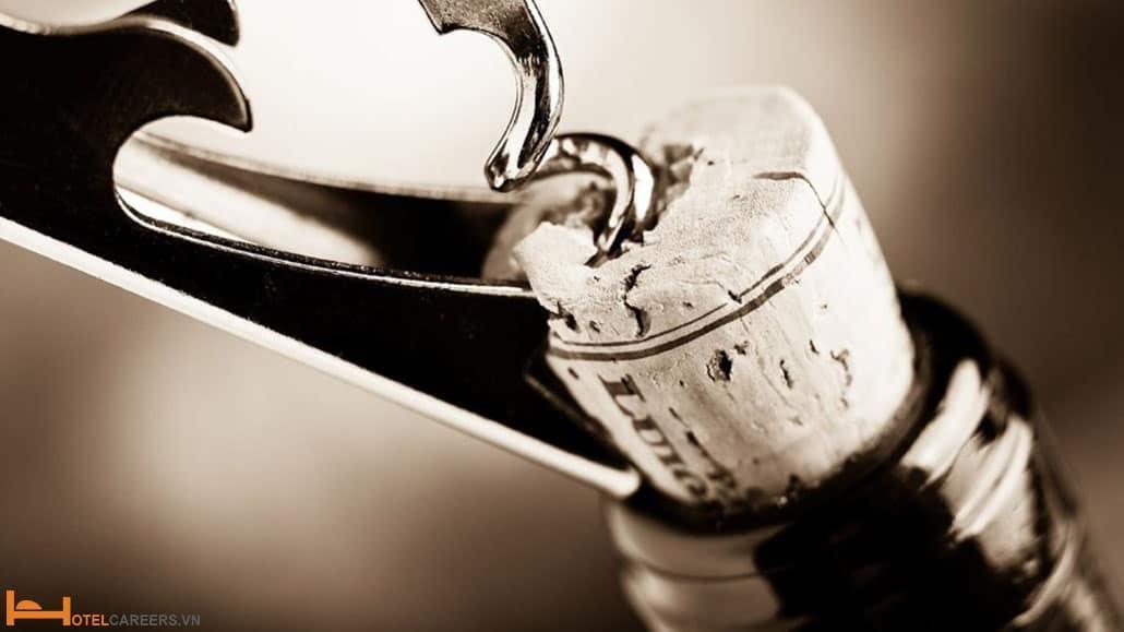 Cách mở nút chai rượu vang trắng