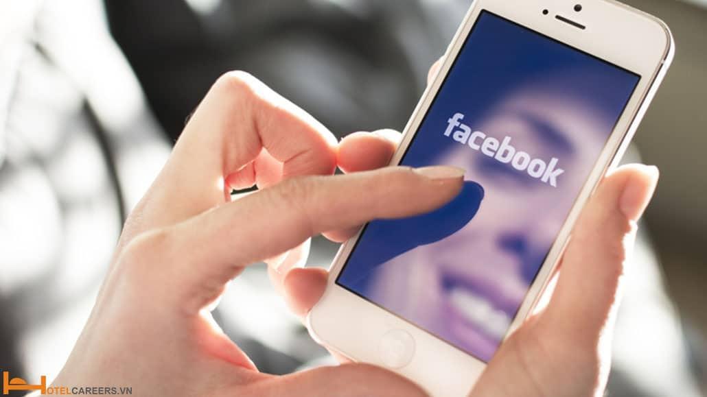 Du khách thích chia sẻ ảnh du lịch trên mạng xã hội