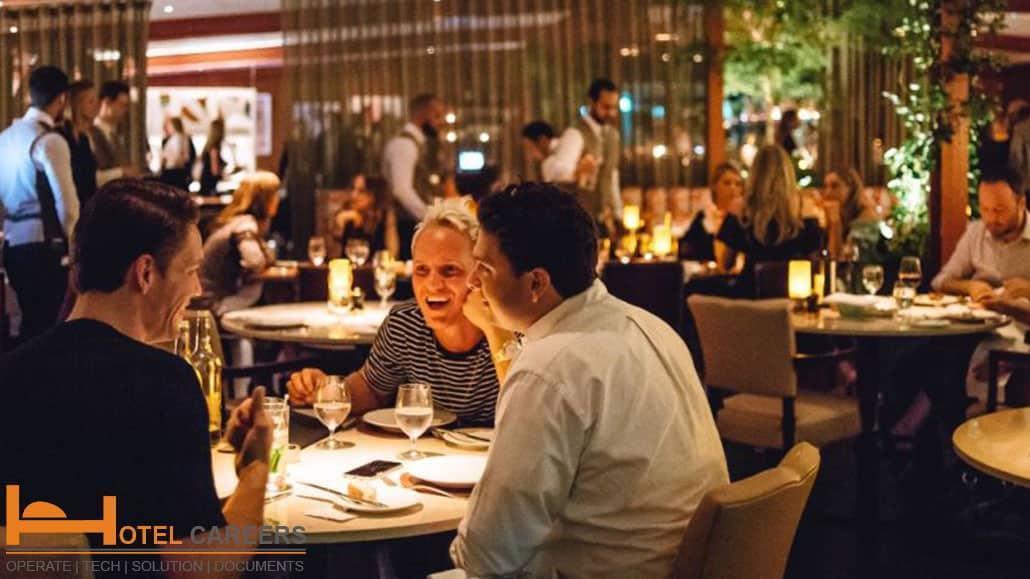 Giám sát nhà hàng hỗ trợ phục vụ khách