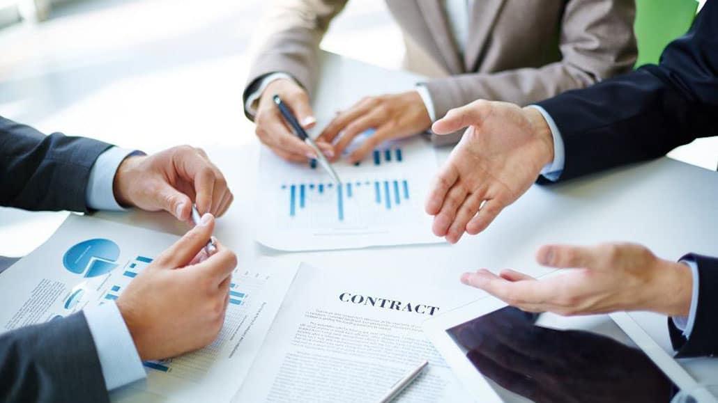 Đàm phán với người khác trong công ty