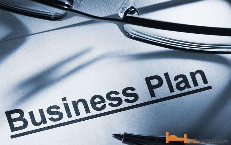 Giám đốc khách sạn xây dựng kế hoạch kinh doanh