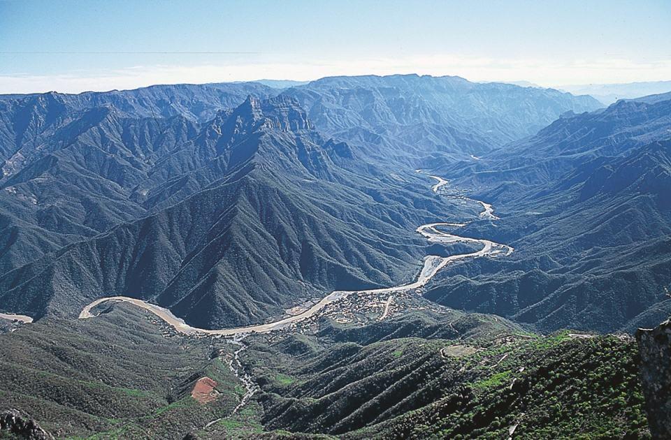 Hẻm núi Copper và hang động Bufadora