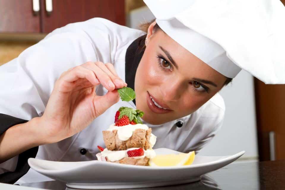 Trung tâm học nghề bếp Quả Táo Vàng