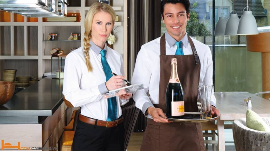 Nhiệm vụ chăm sóc khách của hostess