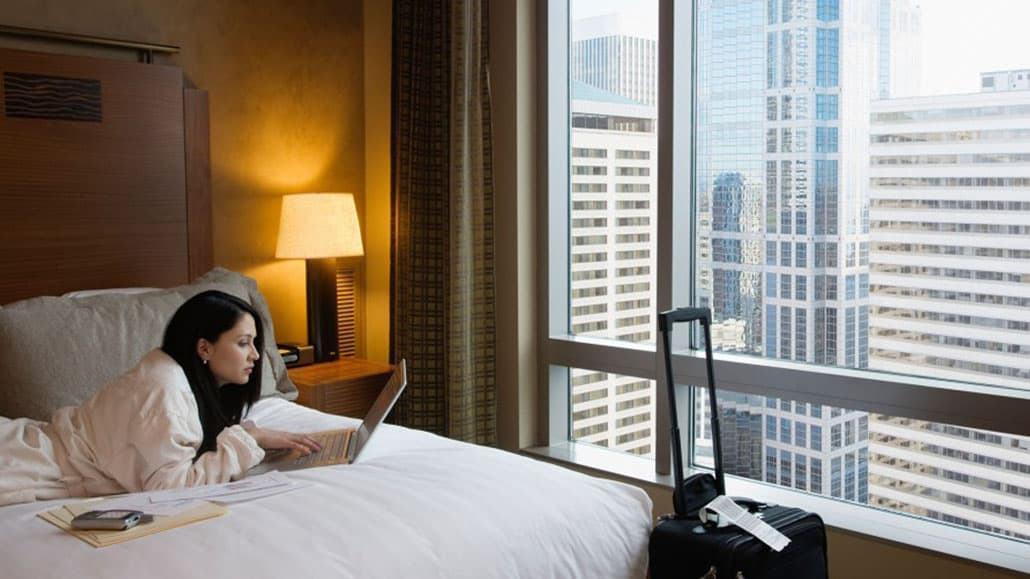 Khách hàng kết nối Wifi khách sạn