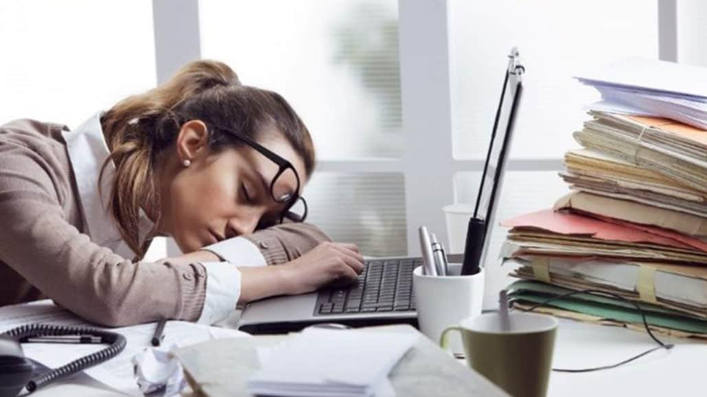 Làm thêm giờ ảnh hưởng đến hiệu suất công việc