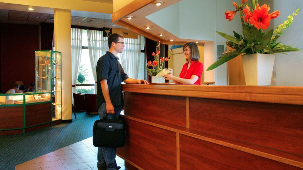 Lễ tân khách sạn là gì?