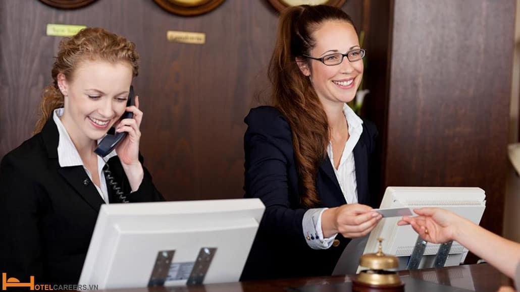 Nhân viên lễ tân khách sạn – yếu tố tiên quyết cho thành bại của khách sạn