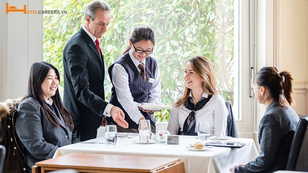 Cân nhắc mức độ phù hợp khi theo học ngành quản trị khách sạn