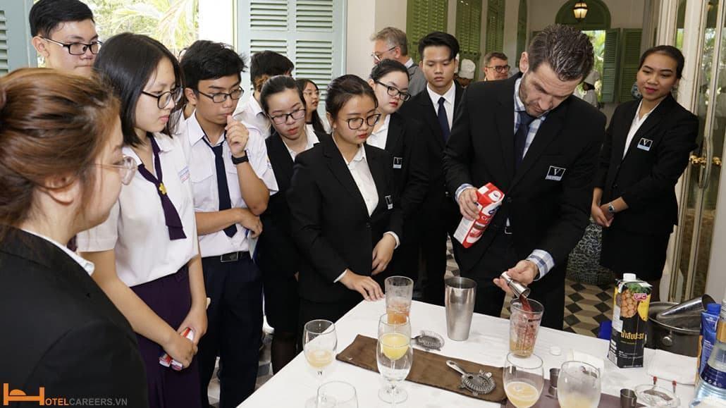 Mục tiêu đào tạo khóa học quản lý nhà hàng khách sạn ngắn hạn