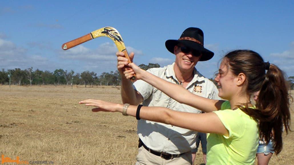 Bạn nên thử ném boomerang