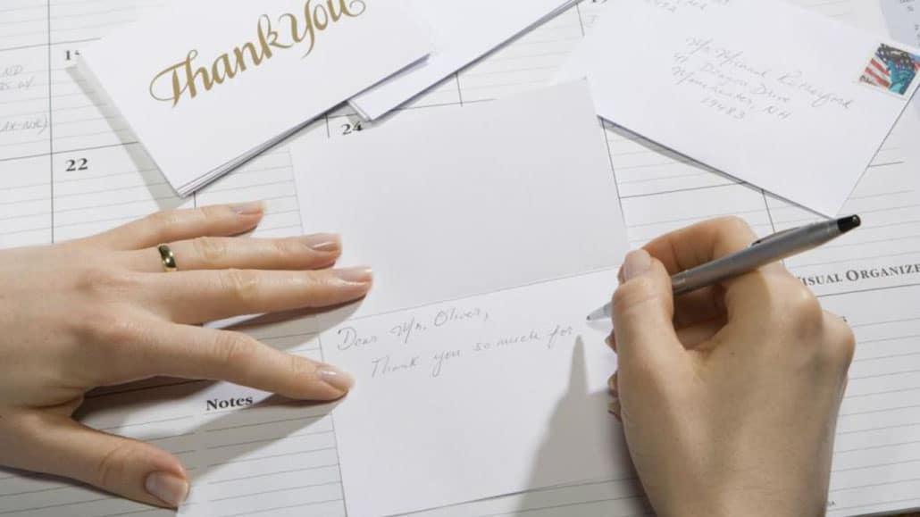 Có thể nhắc lại bằng cấp, trình độ trong thư cảm ơn