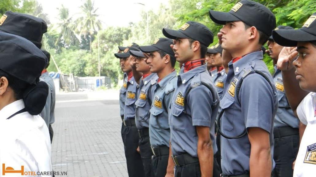 Nhân viên bảo vệ/ an ninh do công ty cung cấp