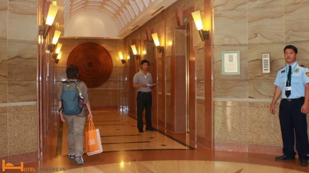 Nhân viên bảo vệ/ an ninh do khách sạn tuyển dụng
