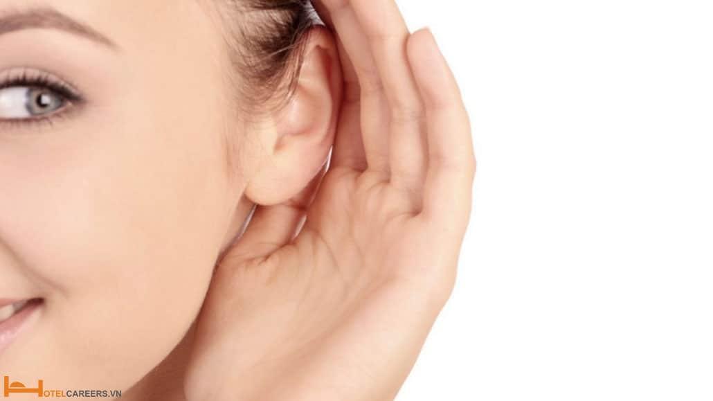 Nhân viên chăm sóc khách hàng cần biết lắng nghe