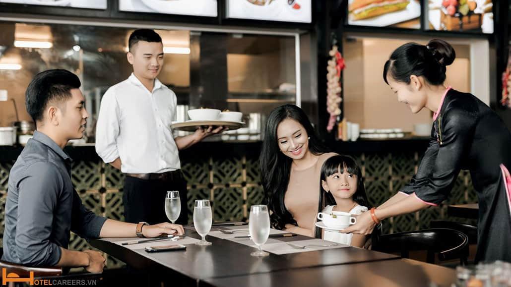 Nhân viên phục vụ nhà hàng cần có khả năng chịu đựng áp lực cao