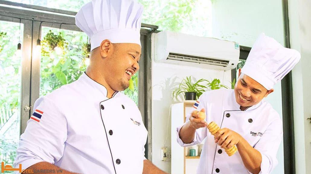 Yêu cầu trang phục trong bếp nhà hàng