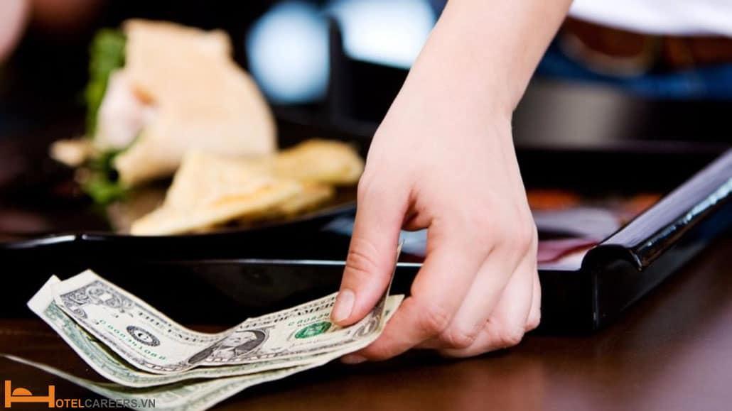 Quy định về quà tặng và tiền típ
