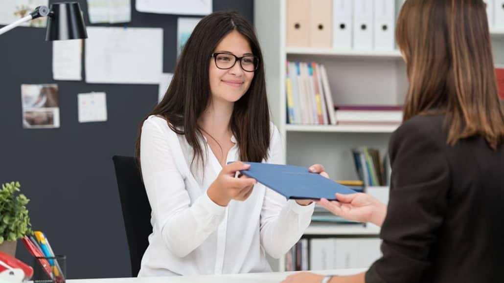 Sinh viên mới ra trường tìm việc làm