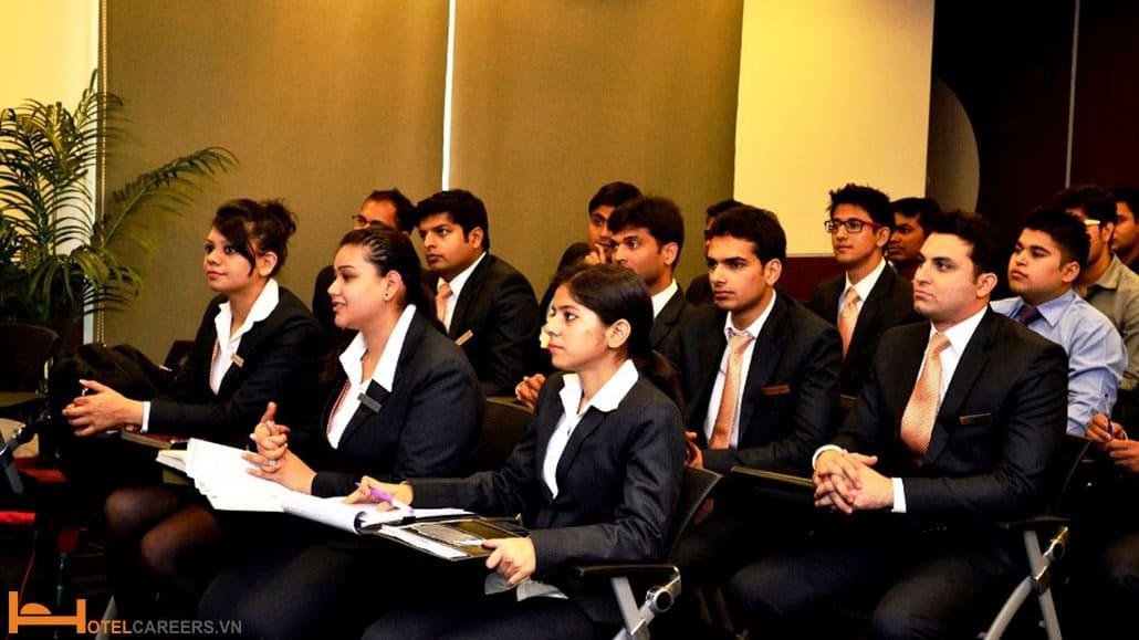 Sinh viên theo học nganh Hotel Management