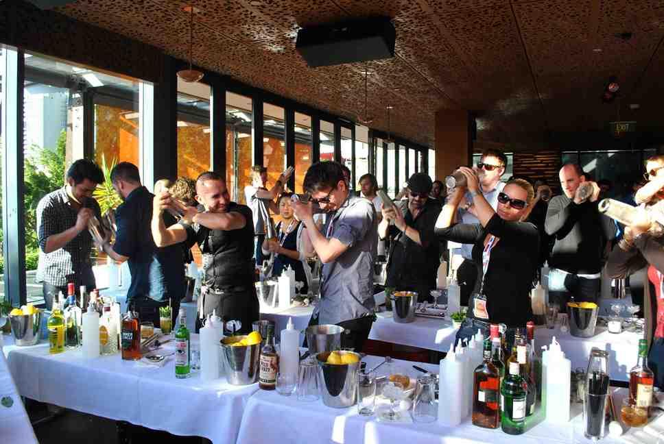 Tham gia các khóa đào tạo bartender