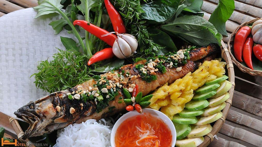 Thưởng thức món cá lóc nướng trui
