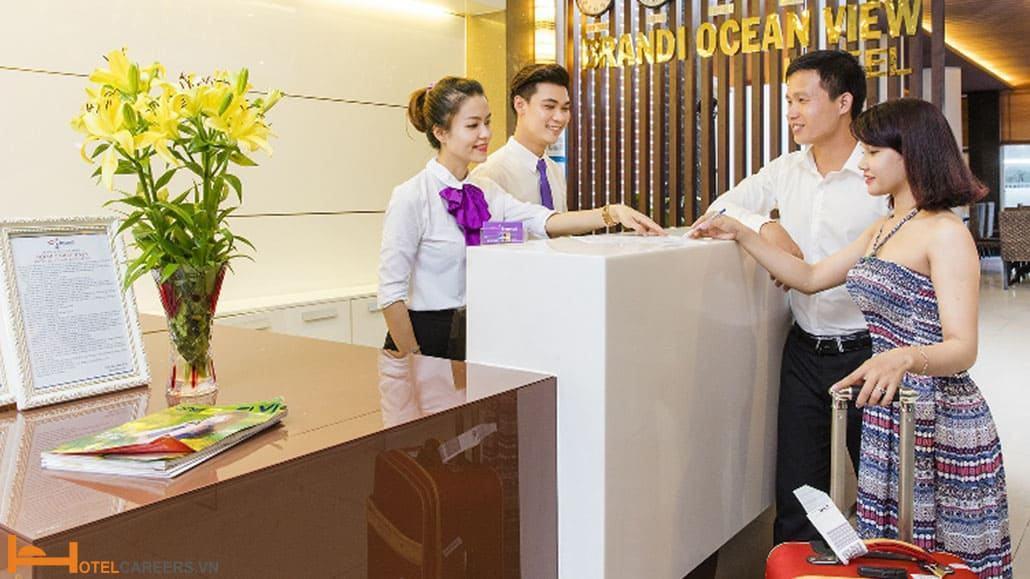 Tính chính xác số phòng sẵn có trong khách sạn