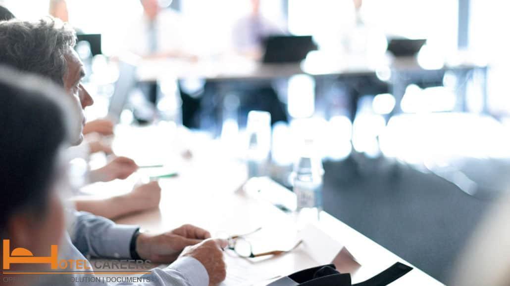 Tham gia các cuộc họp cùng ban giám đốc