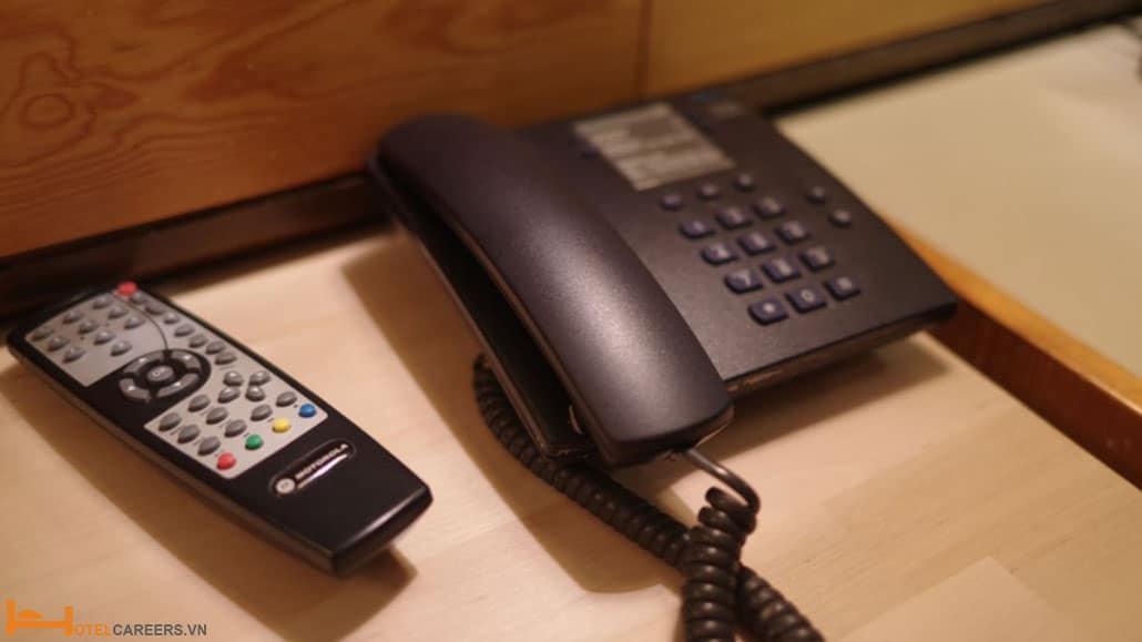 Điện thoại trong phòng khách sạn
