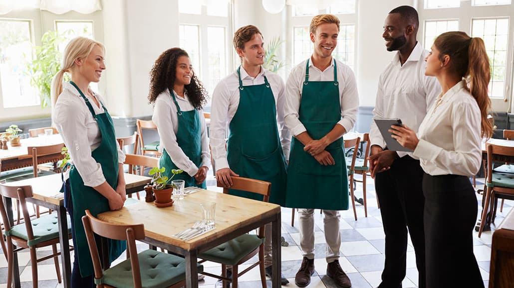 Restaurant captain training nhân viên
