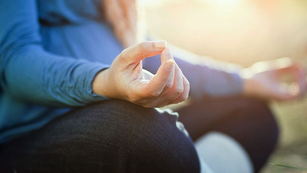 Ngồi thiền để rèn cách kiểm soát cảm xúc tiêu cực